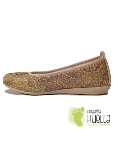 Zapatillas doradas calle señora Percla