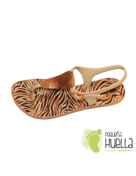 Sandalias de Goma Doradas con Hebilla
