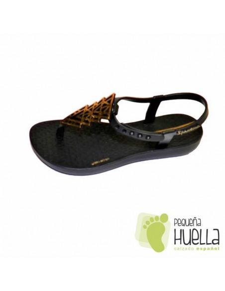Sandalias o Chancla de Caucho Natural Color Negro con Dorado