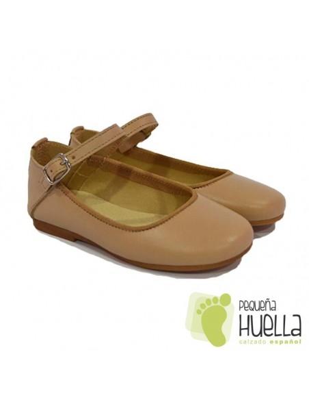 Zapatos Merceditas para Niñas en Piel Camel con Pulsera y Hebilla Moda Shoes en Las Rozas
